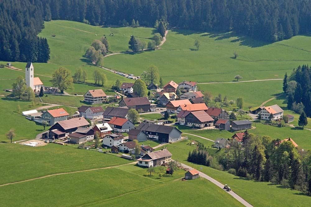 Luftaufnahme der Gemeinde Möggers