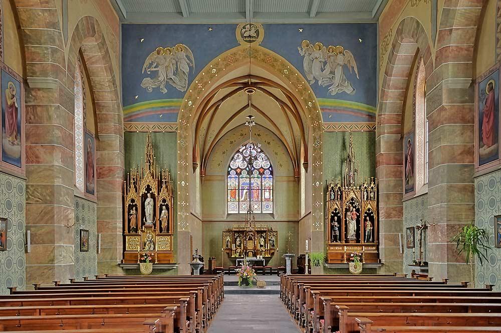 Innenraum der Pfarrkirche zum Heiligsten Herzen Jesu in Weiler