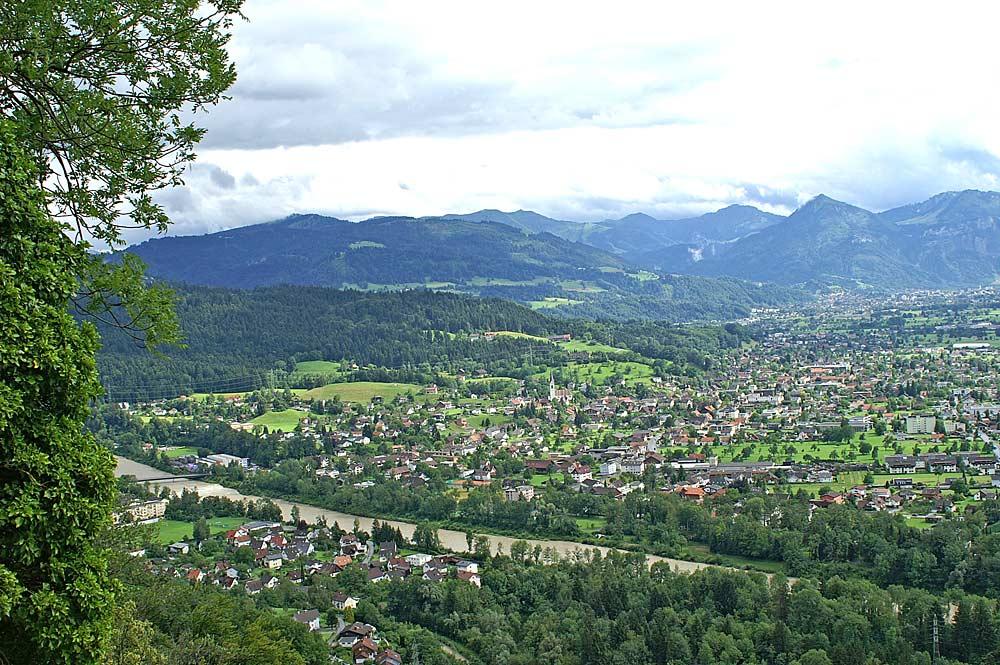 Blick auf die Gemeinde Wolfurt mit den Firstbergen