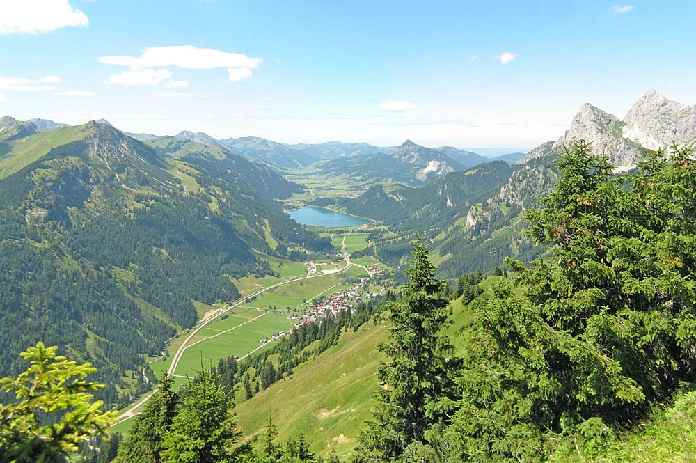 Blick vom Hahnenkamm ins Tannheimer Tal