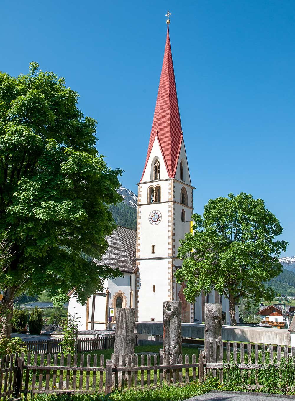 Die katholische Mariä Himmelfahrt in Pettneu