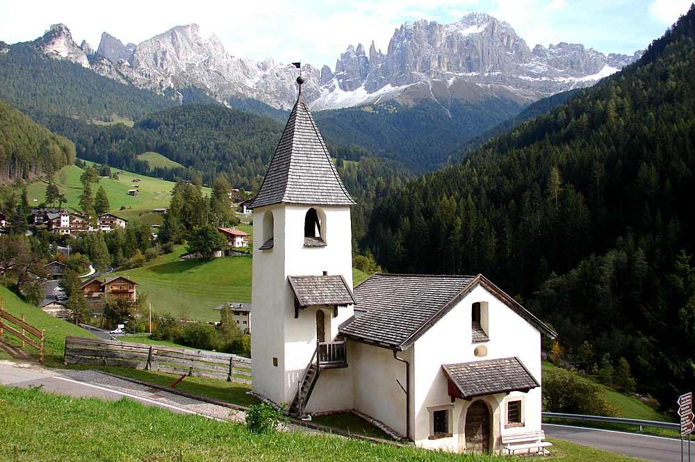 Die Kirche St. Zyprian in Tiers am Rosengarten