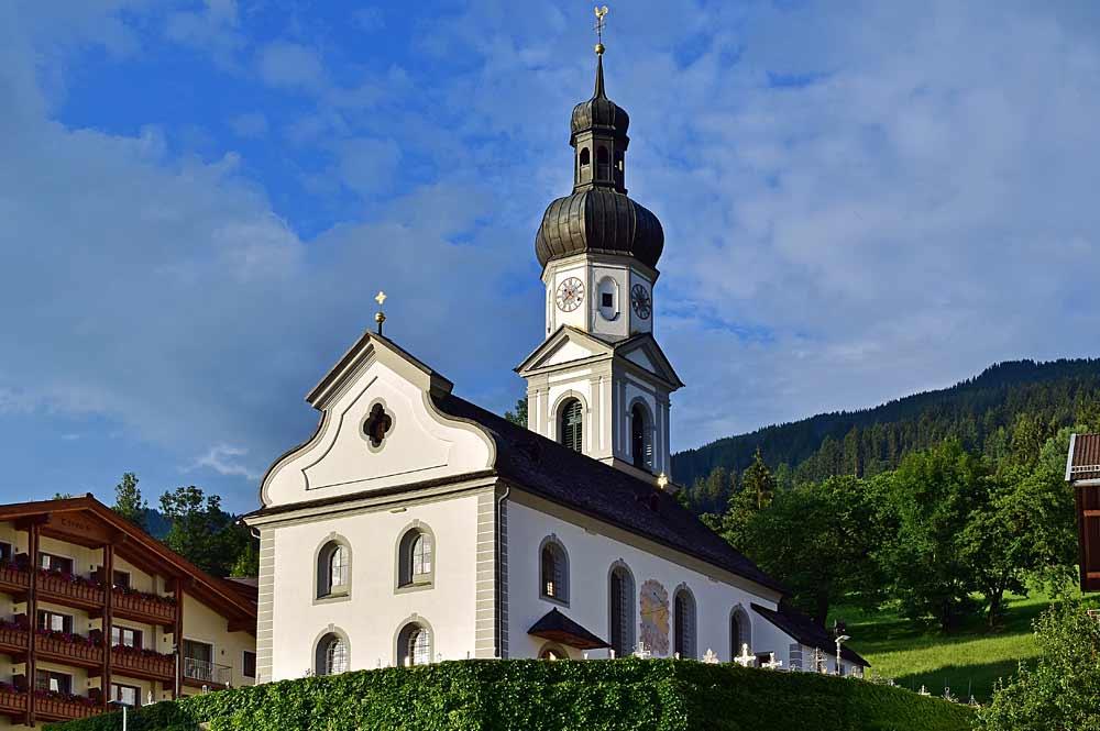 Kath. Pfarrkirche Hl. Bartholomäus in Hart im Zillertal