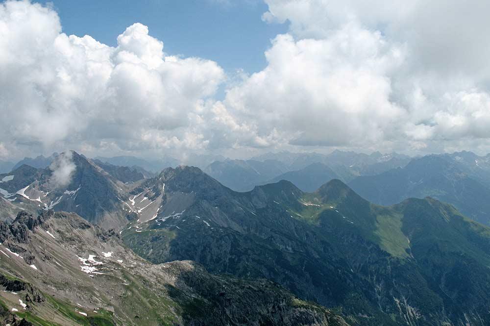 Blick von der Mädelegabel auf den Gratverlauf vom Großen Krottenkopf über die Rothornspitze bis zur Jöchelspitze