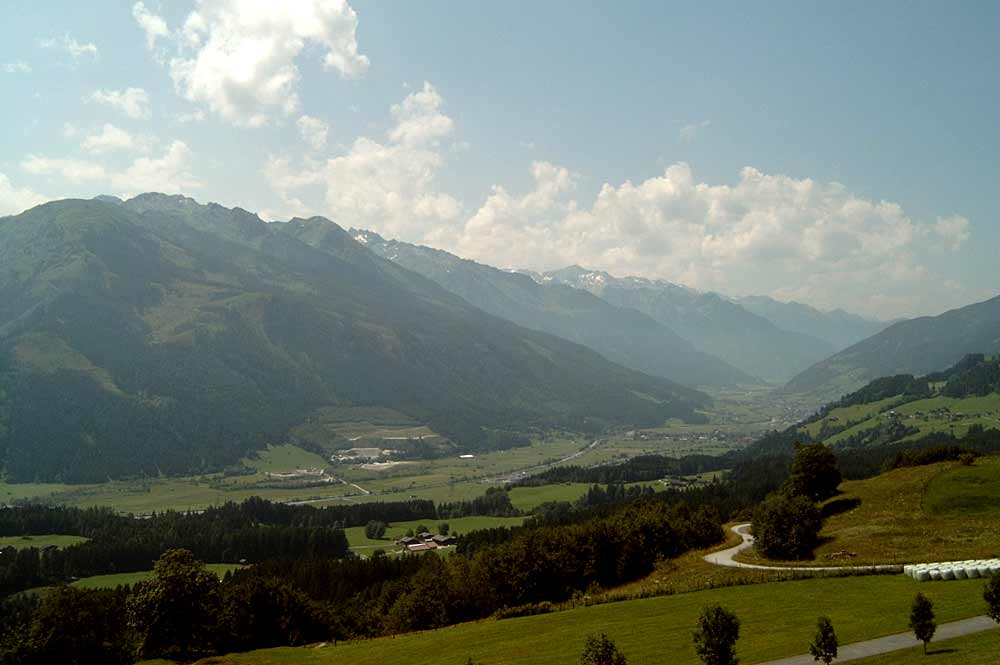 Südrampe des Pass Thurns mit Blick ins Salzachtal