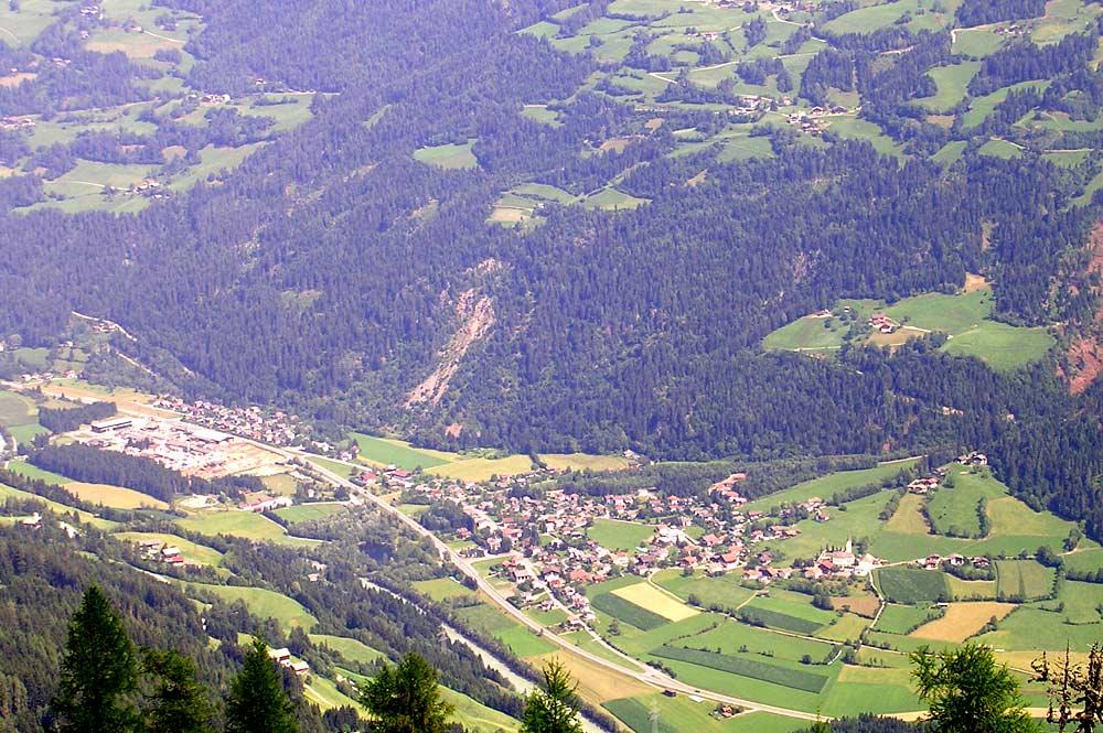 Luftaufnahme von Ainet vom Bösen Weiberle