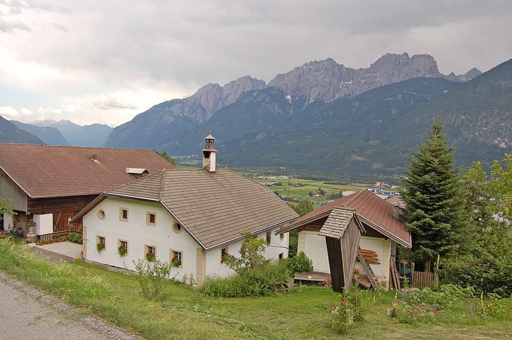 Blick auf Häuser im Ortsteil Untergaimberg von Gaimberg