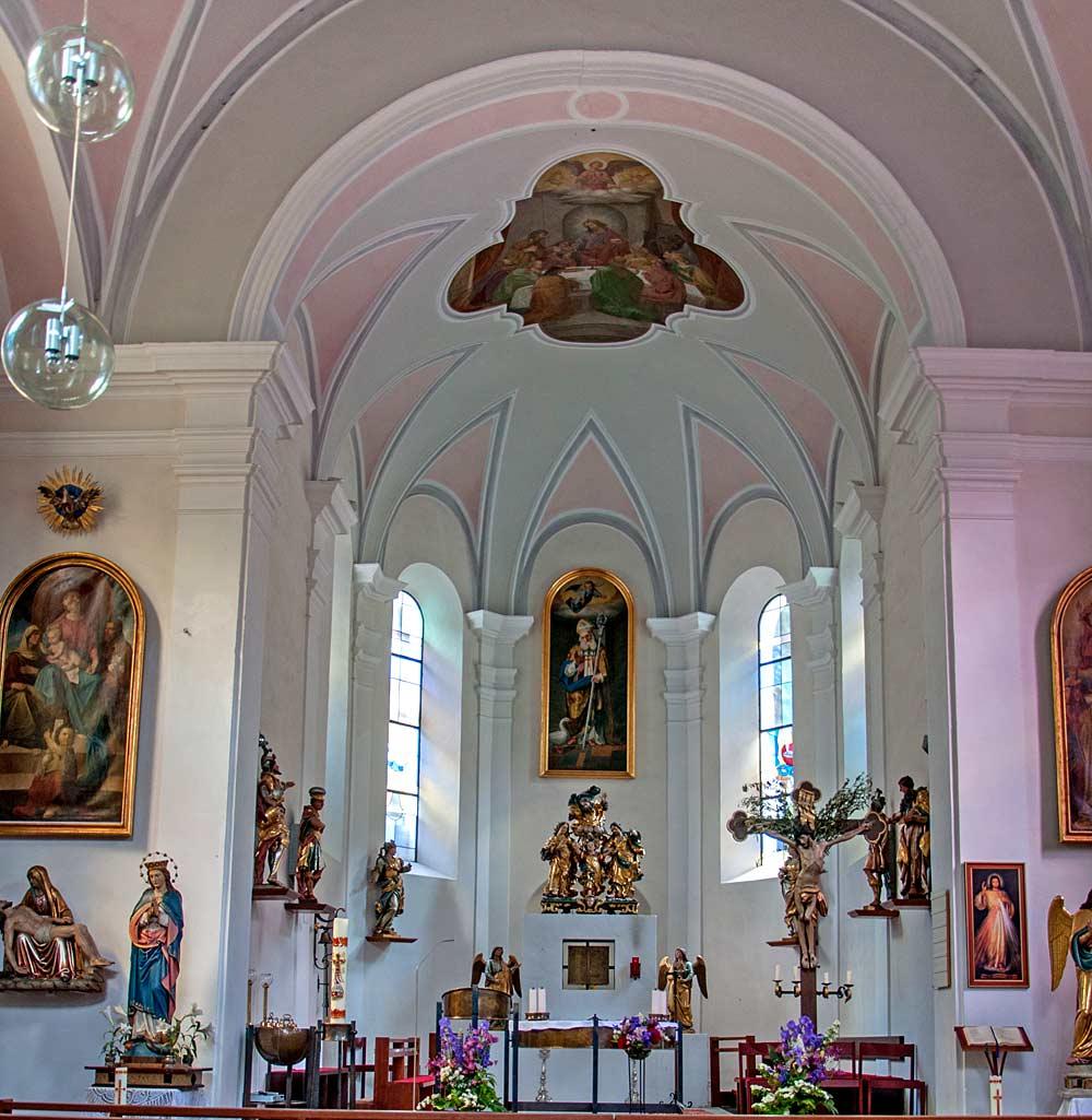 Innenraum der katholischen Pfarrkirche St. Martin in Strengen am Arlberg
