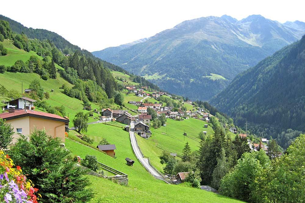Blick auf Strengen am Arlberg