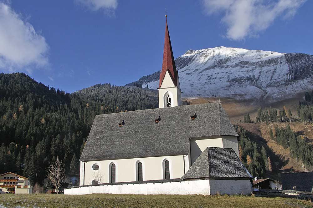 Blick auf die Pfarrkirche St. Nikolaus