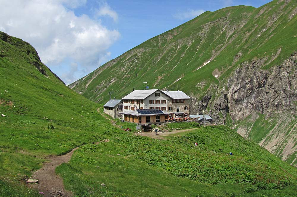Blick auf die Kemptner Hütte in den Allgäuer Alpen