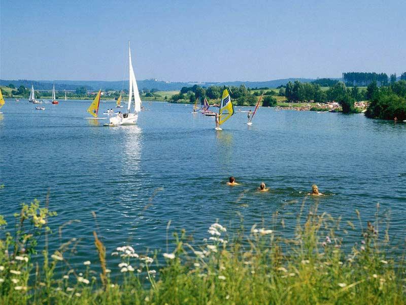 Der Bucher Stausee gehört zum Ellwanger Seenland
