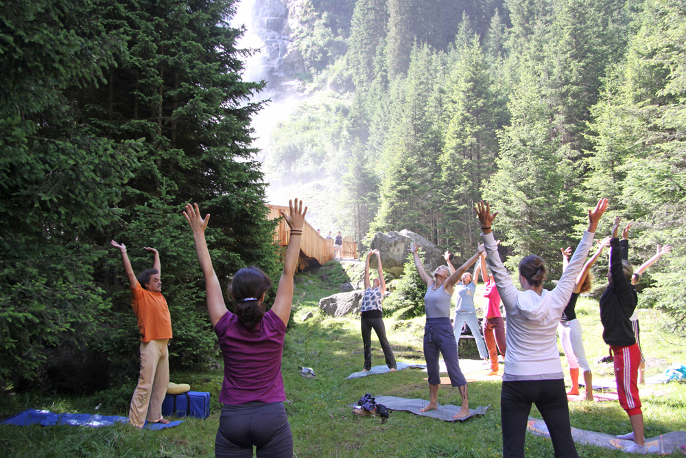 Yoga am Grawa Wasserfall im Stubaital