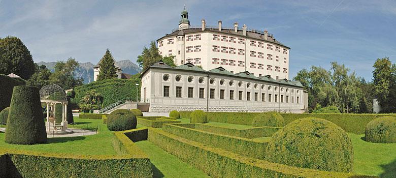 Schloss Ambras in Innsbruck mit Gartenanlage