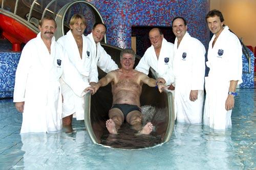 Bürgermeister beim Probebaden