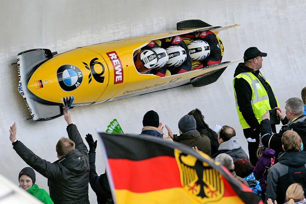 Mit dem Viererbob durch den Eiskanal bei der BMW FIBT Bob & Skeleton WM  2015