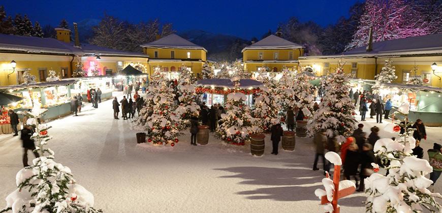 Weihnachtsmarkt Hellbrunn im Schnee