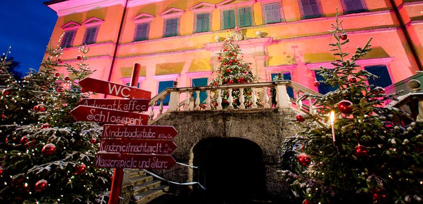 Wegweiser zu vielen Attraktionen des Hellbrunner Weihnachtsmarktes