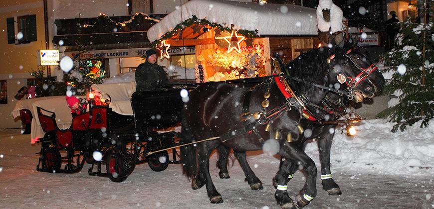 Pferdekutsche auf dem Weihnachtsmarkt