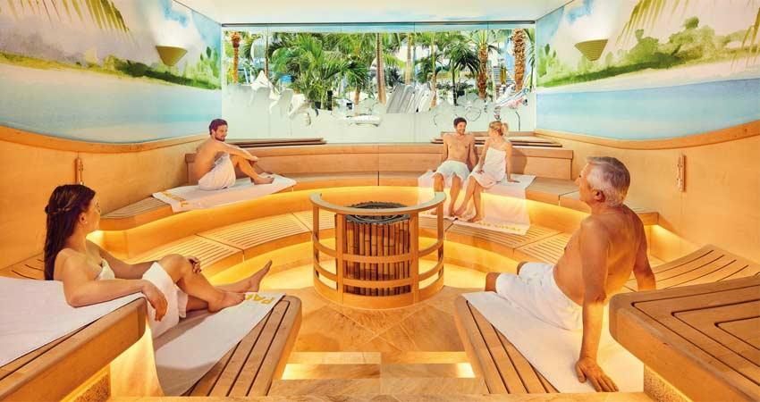 Blick auf die Gäste in einer Sauna im Palais Vital