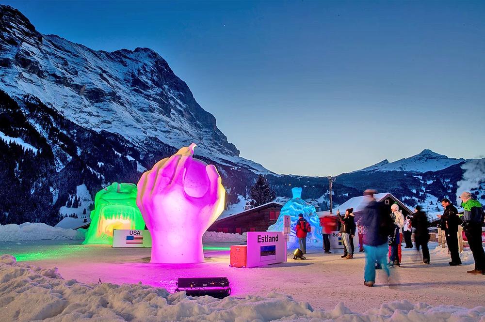 Beleuchtete Schneeskulpturen auf dem Bärplatz