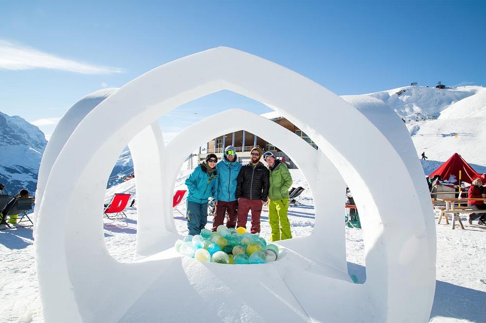 Eine der Schneeskulpturen des World Snow Festivals 2016