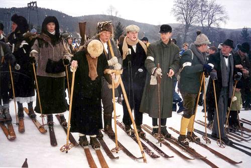 Teilnehmer beim Nostalgie-Skirennen in Neuastenberg