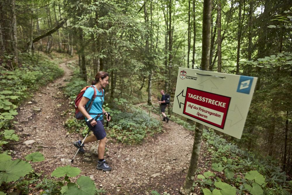 Wanderin auf der Strecke der 24 Stunden von Bayern