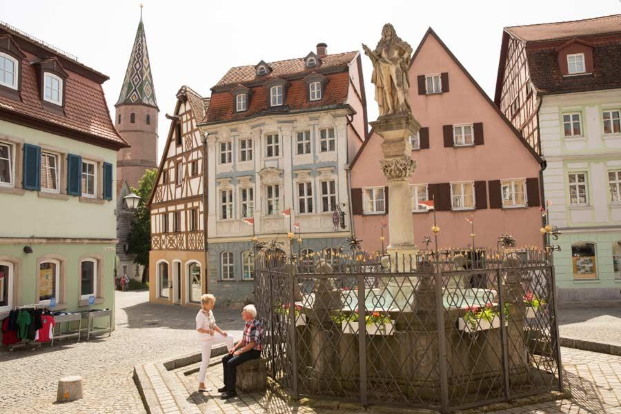 Altstadt Bad Windsheim mit historischem Brunnen
