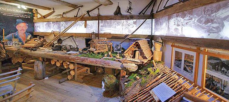 Blick in die Ausstellung des 1. Tiroler Holzmuseums in Auffach