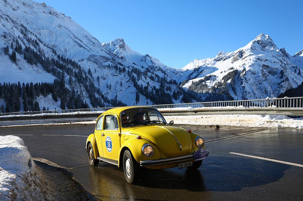 Winterliches Fahrvergnügen mit dem VW Käfer