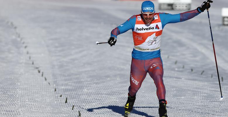 Langläufer beim Zielsprint in Toblach bei der Tour de Ski