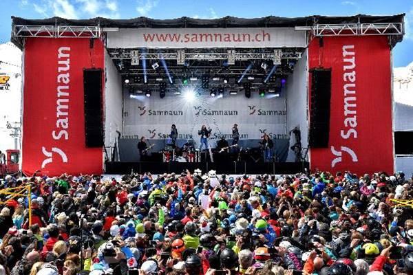 Bühne auf der Alp Trida beim internationalen Frühlingsfest in Samnaun