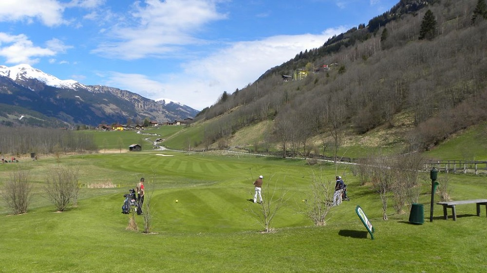 Blick auf den Golfplatz im Gasteinertal