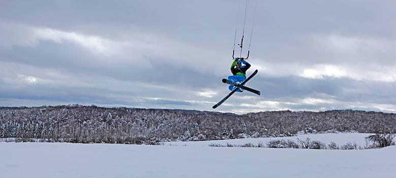 Snowkiter beim Sprung