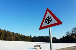 Schnee-Verkehrsschild