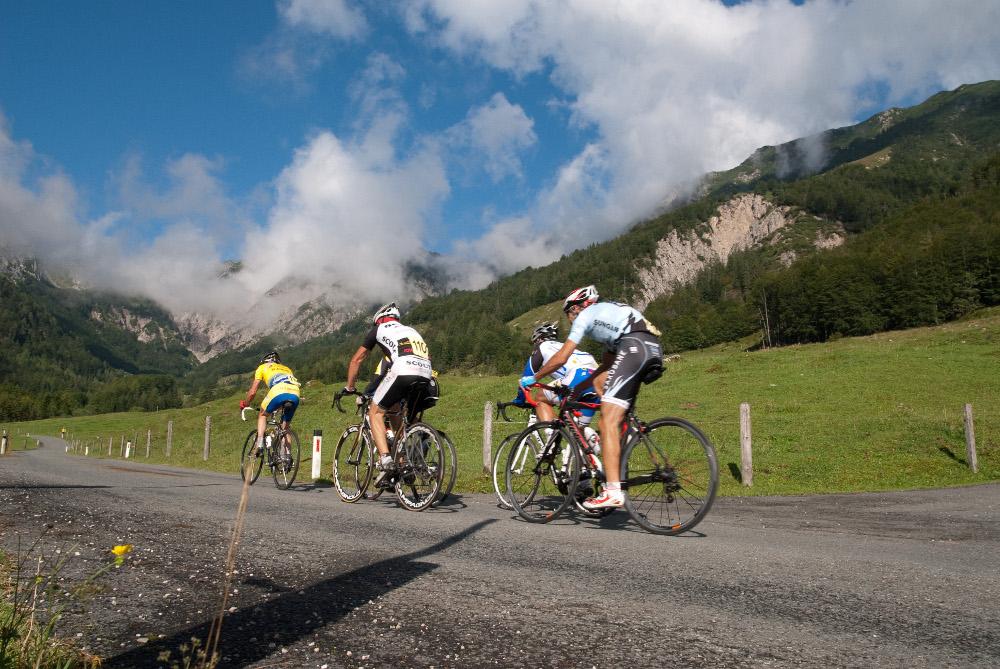 Radfahrer beim Rennen in St. Johann in Tirol