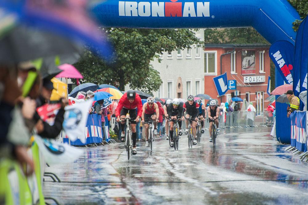 Ironman-Teilnehmer beim Radfahren