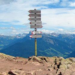 Wegweiser in den italienischen Alpen