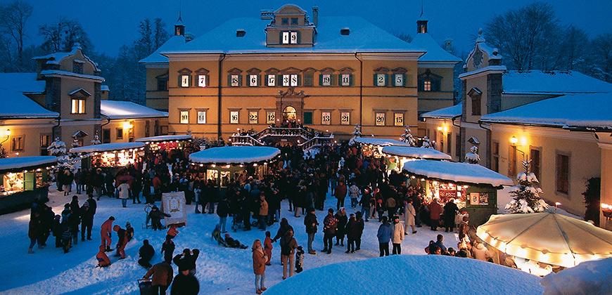 Der Christkindlmarkt lockt alljährlich rund eine Million Besucher an
