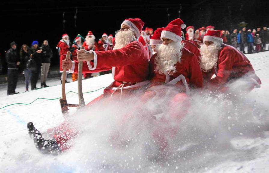 Ein Nikolausteam beim Schlittenrennen in Samnaun
