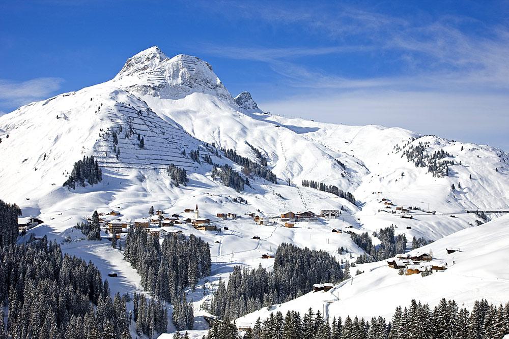 Blick auf den Ort Warth und das Skigebiet Warth-Schröcken