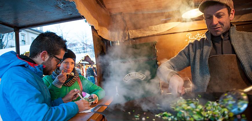 Speisestand am Christkindlmarkt Bruneck
