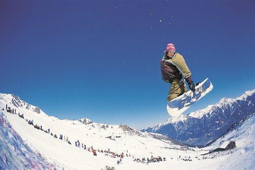 Skifahrer auf den Pisten des Gasteinertals
