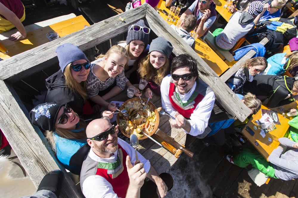 Besucher der Skihüttengaudi in der SkiWelt Wilder Kaiser-Brixental