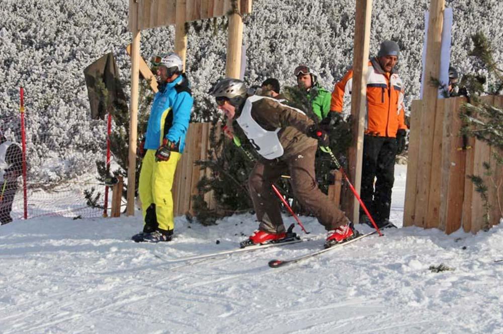 Startschuss zum Skirennen während der Jäger-Ski-WM