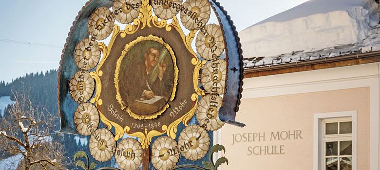 Gedenktafel vor der Grabstätte von Joseph Mohr in Wagrain