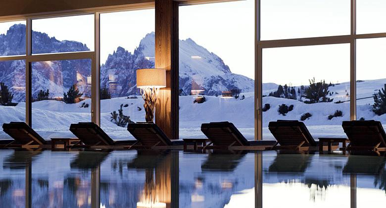 Schwimmbad im Hotel Alpina Dolomites
