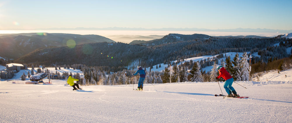 Skifahrer auf den Pisten am Feldberg