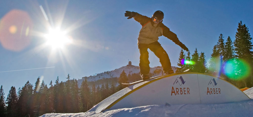 Snowboarder im Funpark Arber